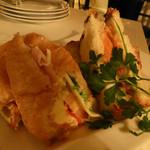マッシモ・マリアーニ - サンドイッチの盛り合わせ(ブドウパン、クロワッサンでサンドイッチが出来ています)