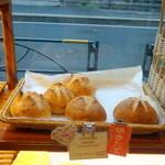 メゾンカイザー - アナナス ココ(ココナツとドライパイナップルのパン)277円