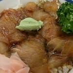 食堂どん - 「新鰺ヶ沢名物 ヒラメのヅケ丼」(1,300円)のヒラメのヅケ丼