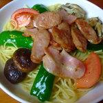 パスタビーノ・ハシヤ - ベーコン・ソーセージと野菜のお醤油味