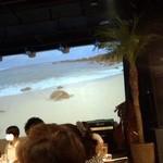 マハロア - 巨大スクリーンをバックにしたステージ有り