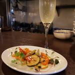 オステリア カルドゥッチョ - 生樽スプマンテと野菜のマリネは定番!