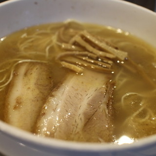 如水 - 料理写真:定番の塩ラーメン