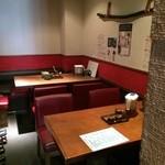 酉文 - 奥のテーブル席