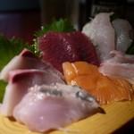 魚鮮水産株式会社 - 本気盛り(700円)