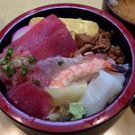 芳すし - ちらし(600円)