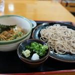 いづみ庵 - 料理写真:ざる蕎麦930円と親子丼550円のセット、〆て1480円は安いと思います