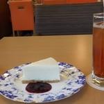 カフェミルキー - 今回はケーキセット:本日のケーキはレアチーズケーキ:ドリンクはアイスマンゴーフレーバーティー