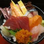 30021773 - 海鮮丼800円税込、白身はソイ