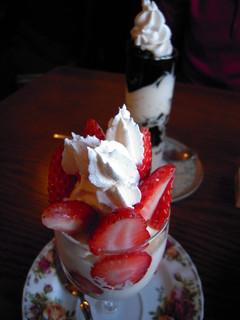 ジョイフル&ベーシック - 季節限定の苺パフェ&コーヒーゼリーパフェ