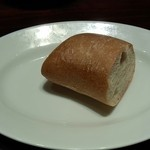 30061302 - ランチのパン パスタのソースをいただくために「おあずけ」です