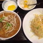 錦華楼 - 半チャン・半ラーメン(野菜チャーハン・ごまみそらーめん)