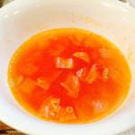 花もも - 花セットのスープ。 量は少なめ。 トマトベースで味は美味しい。