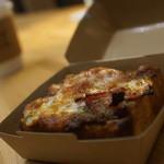 TUNE - バジル&チーズパンザ、コーシー