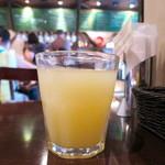 ピッツェリア パージナ - ドリンクバーのグレープフルーツジュース