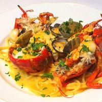 華やかな一皿!新鮮オマール海老を使った贅沢料理を♪