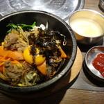 プングム - ランチのプルコギ石焼ビビンパ(おかず4品・スープ付き、980円)