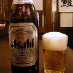 うな富士 - 座って速攻でビールをオーダーします。そして、メニューを見ながら何を食べようか考えます。