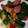ハレオ - 料理写真:ピーマン美味しいです。生で食べても甘いですよ。ソーセージとちょっぴり酸っぱいめのトマト、マスタードソースで仕上げてみました。