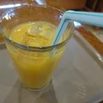 カフェテラス - 何故旅先のものは美味しいのか?オレンジジュース