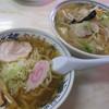 矢車食堂 - 料理写真:「手打ちラーメン」と「タンメン」をシェアしながら。
