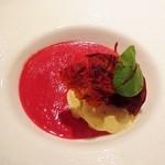 30336152 - アミューズ ビーツの冷製スープ、フォアグラアイス