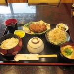 山和 - 料理写真:とろろ蒲焼定食 1200円