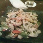和風イタリアン創作料理 ねこのしっぽ - レンコンと小海老の和風シーザードレッシングサラダ