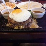 ステーキガスト - 料理写真:ダブルハンバーグ、税込1200円。