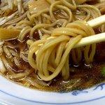江ぐち - ワンタンメン 中太直麺の素材に特徴があります。