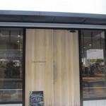 30440917 - 薬院駅の近くに2014年8月に出来たお洒落なパン屋さんです。