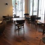 30440919 - また店内には広くカフェスペースも確保してあるんで焼きたてパンをゆっくり味わいながら食べる事もできます。