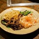 韓灯 - ナムル盛り合わせ(800円)