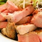 らーめん香澄 - 特製煮干まぜそば(ぶつ切りチャーシューが山盛り)