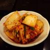 濱蝶焼肉 - 料理写真:キムチ。辛過ぎず、旨味を感じます。 ホルモンの箸休めにちょうど良い味です。
