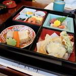御代川 - 松花堂弁当