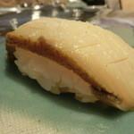 第三春美鮨 - クロアワビ 560g 素潜り漁 茨城県常陸       まず香りが口にひろがり、噛みしめるとさらに味と香りが広がります。
