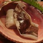 第三春美鮨 - とり貝の蒸しと炙りの対比。       とり貝 特大223g 素潜り漁 茨城県K こちらは蒸し