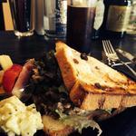 カフェ モナカ - レーズンパンのツナサンド