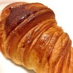 メティサージュ - 外はパリっ!ちぎろうとするけれども、パンが伸びる伸びる!中はモッチモチ。パン生地の優しい甘さが最高!今までで一番美味しいと思ったクロワッサンです!