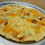緑工房 - クワトロフォルマッジ(昨年のおまかせピザ チーズ ハチミツと同じもの) ¥1500