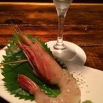 シモキタシュリンプ - サービス品   赤海老のお刺身&樽詰スパークリングワイン