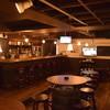 THE GRUB - 内観写真:カウンター8席、テーブル33席