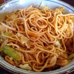 蓮 - まぜ麺1.5玉盛温玉のせ。底の汁と麺に野菜を絡めて食べます(^^)
