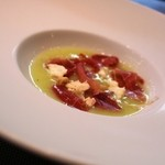 ete - 2014年9月ランチ メロンの冷たいスープ(というかぴゅーれ?)に生ハムとゴルゴンゾーラチーズがのったヒトサラ