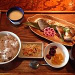 大地の台所 恵み - 地鶏料理、杏仁豆腐、雑穀ご飯