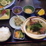 磯料理 味処 旬 - 伊勢海老の陶板焼き定食の一部