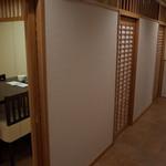 おかめ - 2階は個室が3部屋(連結可能)
