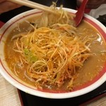30727343 - ネギ味噌ラーメン(半麺=0.5玉=△100円) 770円