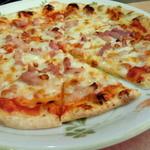 サイゼリヤ - サラミとパンチェッタのピザ(税抜き399円)